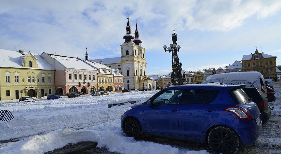 Lidé si užívali zimní radovánky a procházky po zasněžené Kadani.