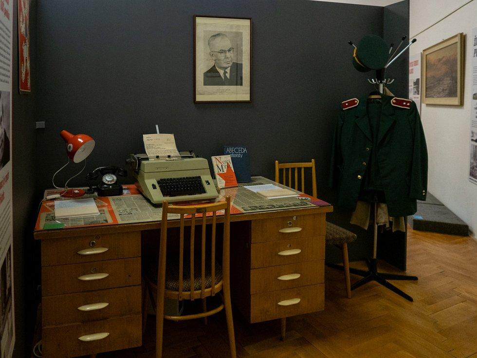 Přednáška, výstava a úniková hra s tématem socialismu a sametové revoluce v chomutovském muzeu