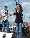 Monika Beránková je nejen organizátorkou festivalu, ale také zpěvačkou art rockového seskupení Jiný rozměr.