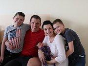 Veronika Gažůrová se narodila mamince Veronice Gažůrové a tatínkovi Petrovi Gažůrovi z Litvínova 6.4.2019  ve 12:37 hodin. Měřila 53 cm a vážila 3,8 kg. Doma na ni čekají bráškové Matěj (9 let) a Filip (11 let).