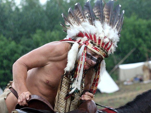 INDIÁNSKÉ VÁLKY. Velký indiánský náčelník.