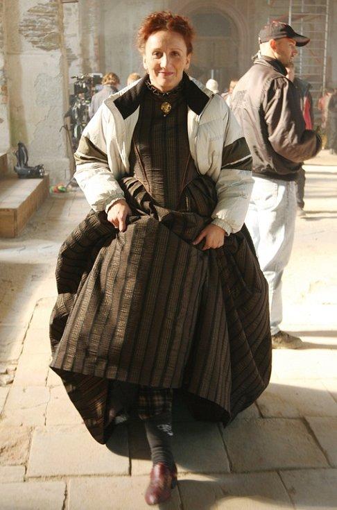 Kvůli vzlezlé zimě herci shazovali bundy jen těsně před natáčením.