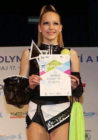 Dvanáctiletá Radka Pěkná zchomutovské školy Beethoven DC získala pro Ústecký kraj vsólu stříbrnou medaili.
