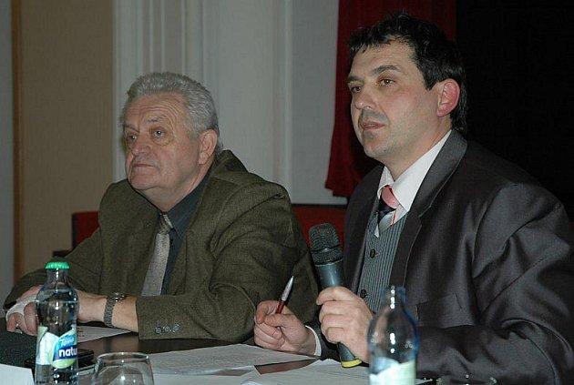 Starosta Radek Štejnar a místostarosta Stanislav Moutelík na včerejším zasedání zastupitelstva.