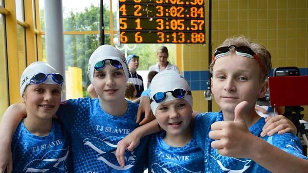 Mladí plavci TJ Slávie Chomutov na závodech v Děčíně.