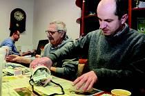 Tradiční tříkrálová sbírka v Chomutově - do kasiček lidé naházeli dohromady 44 205 korun.