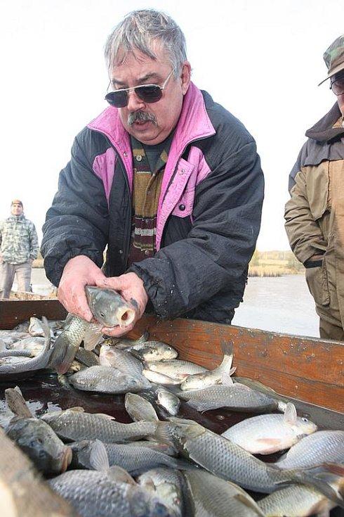 Metráky ryb poputují do sportovních vod.