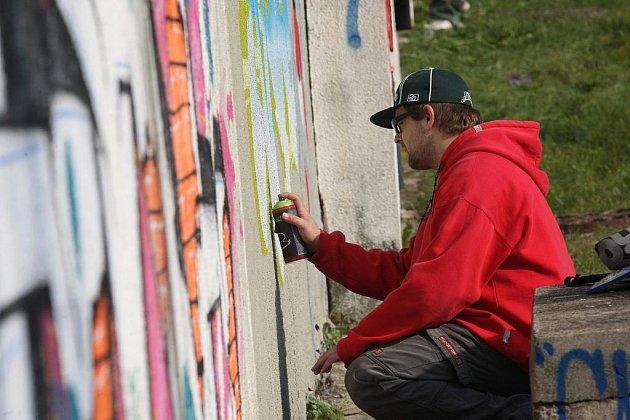 Graffiťáci jsou spokojení, že mají v čtyři legální plochy pro sprejování.