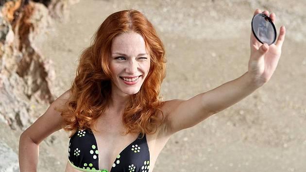 Lenka Šindelářová z Chomutova, finalistka České miss 2012, v Thajsku.