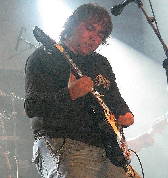 Frontmen chomutovských Pell Mell Pavel Torro Geci. Kapela brala druhé místo.