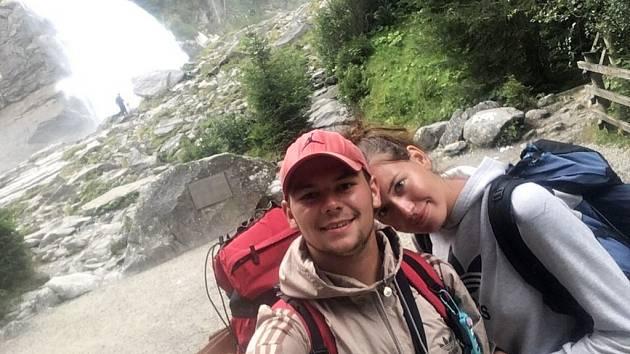 Tereza Menzelová a Petr Prokeš u Krimmelských vodopádů