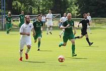 Chomutov (v bílém) hraje o víkendu doma.