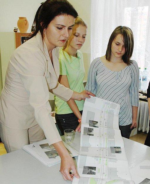 Projektantka Lenka Dědečková představila školákům i odborníkům studii, jak by to v ulicích mohlo vypadat.