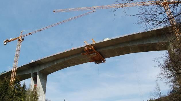 Most přes údolí Hačky.