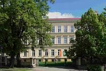 Gymnázium Kadaň.