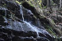 Největším vodopádem Krušných hor je Kýšovický vodopád v údolí Prunéřovského potoka na Chomutovsku. Voda protéká přes tři kaskády s převýšením až 25 metrů.