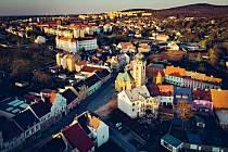 Město Jirkov v čase svítání
