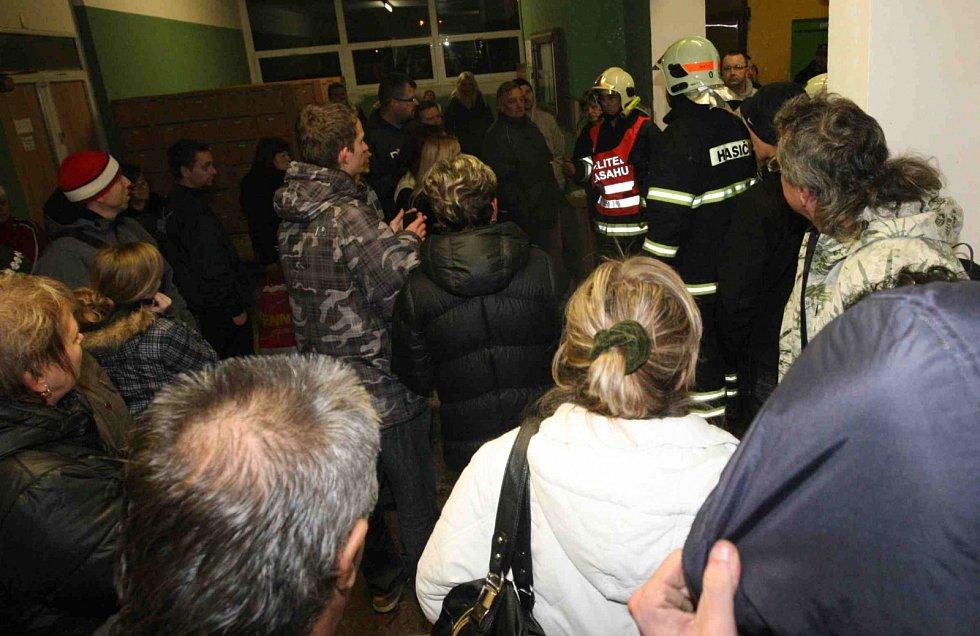 Požár v experimentu si vyžádal evakuaci stovky lidí