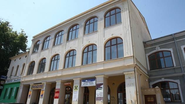 Hlavní budova Beltinu.