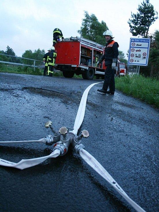 Na místě zasahovala i jednotka hasičů z německého Rübenau.