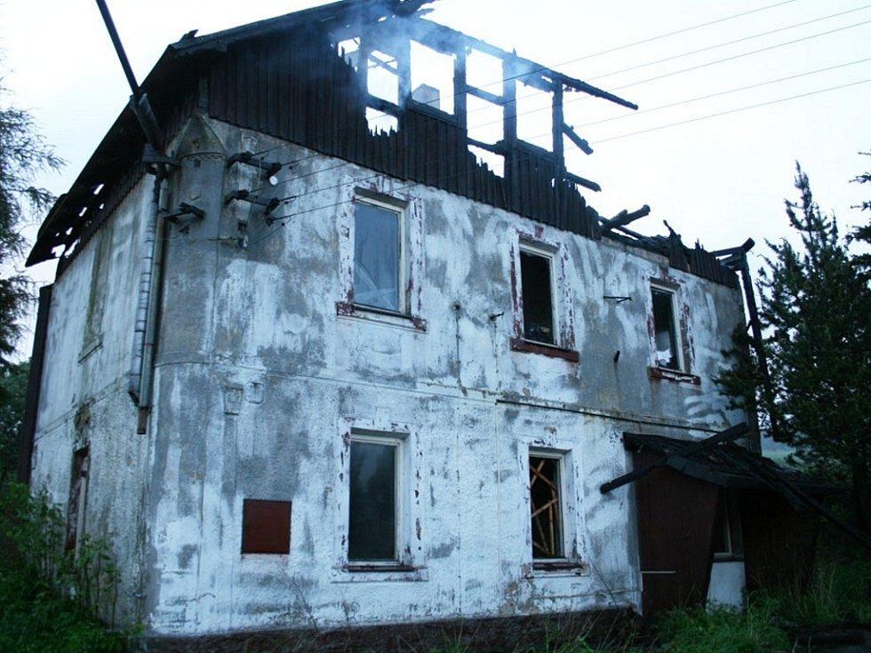 Takto vypadá bývalá pila po požáru.
