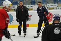 Trenéři Pirátů. Hlavní kouč Josef Turek (vpravo) a jeho asistent Robert Kaše na tréninku.