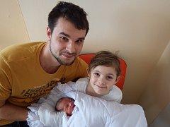Michaela Beneková se narodila 16. ledna 2018 ve 2.07 hodin Haně Ondrejkovičové a Vratislavu Benekovi z Jirkova. Vážila 2,8 kg a měřila 50 cm. Na snímku ji chová sestra Lucie Mikšovská.