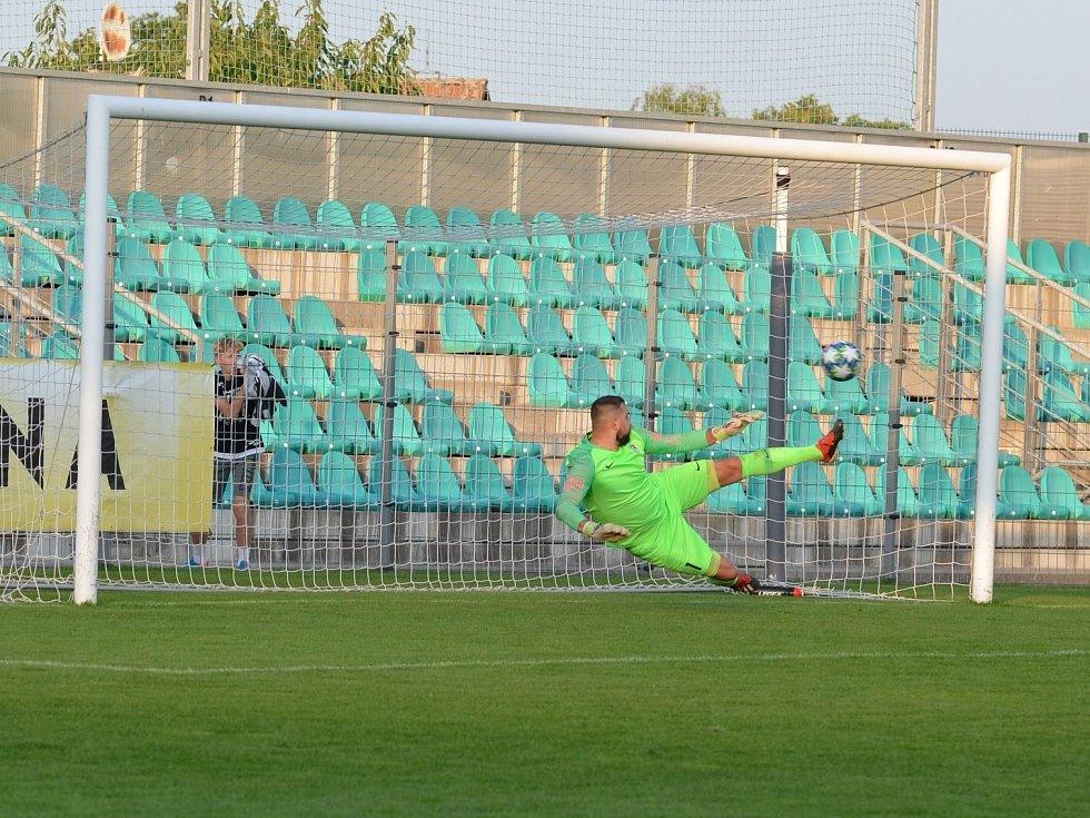 Lounský gólman Jakub Pokorný penaltu Martina Bočka nechytil. Chomutov tak díky tomuto gólu zvítězil.