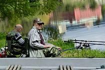 U řeky Ohře v Klášterci nad Ohří,rybáři líčili na rybky všeho druhu.