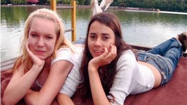 Na Kamencové jezero se včera zašly podívat také Petra Kočová (na snímku vlevo) a Kateřina Svatošová.