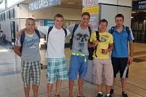 Česká výprava před odletem do Turecka (Ondřej Baumrt uprostřed).