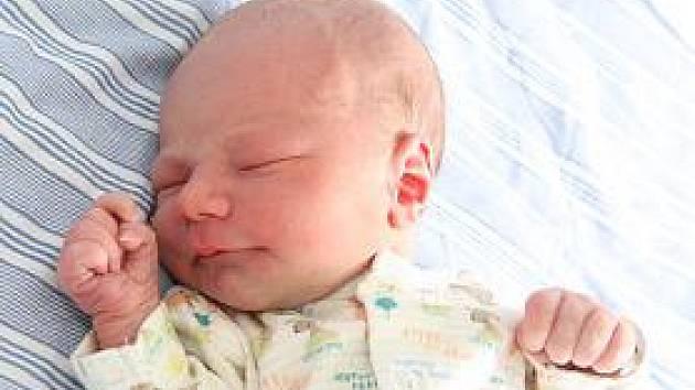 Malý Martin Cabadaj se narodil Julii Štarzlové z Chomutova v místní nemocnici 18. srpna ve 12,53 hodin. Vážil 3,4 kilogramu a měřil 52 centimetry.