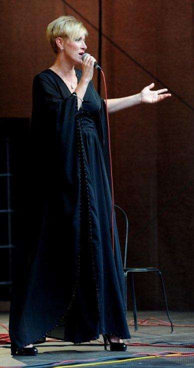 Hostem večera byla populární a nestárnoucí šansoniérka Renata Drössler.