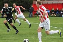 Tomáš Banovič (s míčem) vstřelil v utkání s Kadaní gól i proměnil pokutový kop.