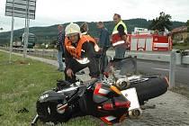 Smrtelná nehoda motorkáře. Ilustrační foto.
