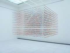 Instalace Ivany Hejdukové na výstavě s názvem Listovat v herbáři