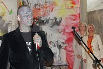 Vladimír Franz uvedl v kostele ve Škrli svou šokující výstavu.