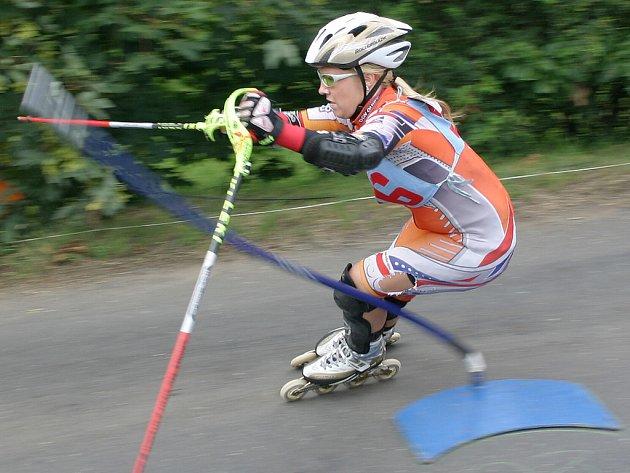 Závody v inline alpine slalomu.