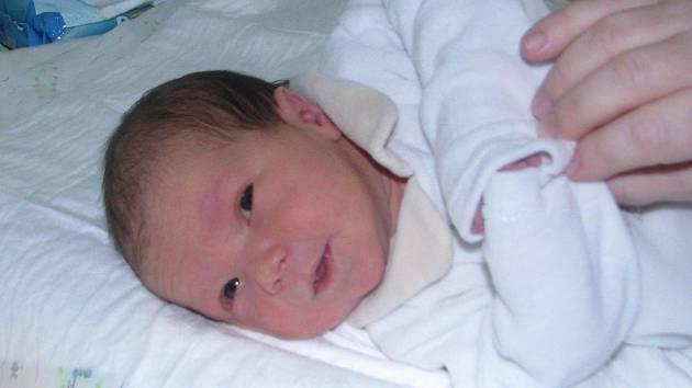 Malá Josefínka Lorenčíková kouká na svět z postýlky v žatecké porodnici. Maminka Gabriela Lorenčíková z Lažan ji přivedla na svět 21. ledna v 11.18 hodin s váhou 3360 gramů a mírou 48 centimetrů.