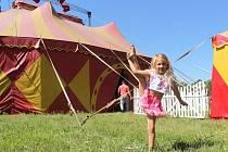 Jednou z hvězd cirkusu Ohana je i pětiletá akrobatka Marcelka. Archivní foto