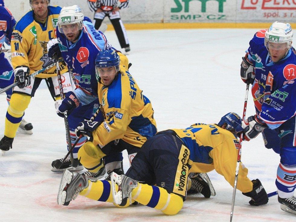 Chomutovští hokejisté ústeckým lvům v jejich posledním zápase nedal šanci.