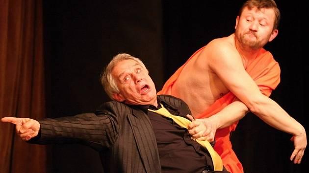 Herci Josef Laufer jako mafián Carlos a Karel Zíma coby budhista Viktor.