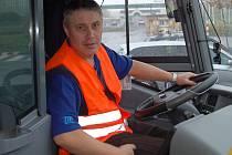Jedním z řidičů MHD Dopravního podniku měst Chomutova a Jirkova, který podpořil ve čtvrtek požadavek svých kolegů z Jablonce nad Nisou, byl Libor Doubrava (na snímku), který jezdil na lince Chomutov, autobusové nádraží Kaufland.
