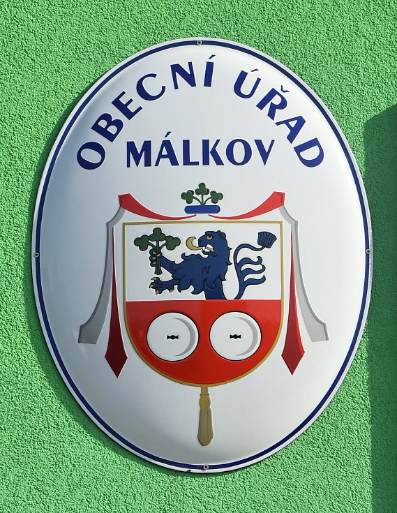 Znak obce Málkov.
