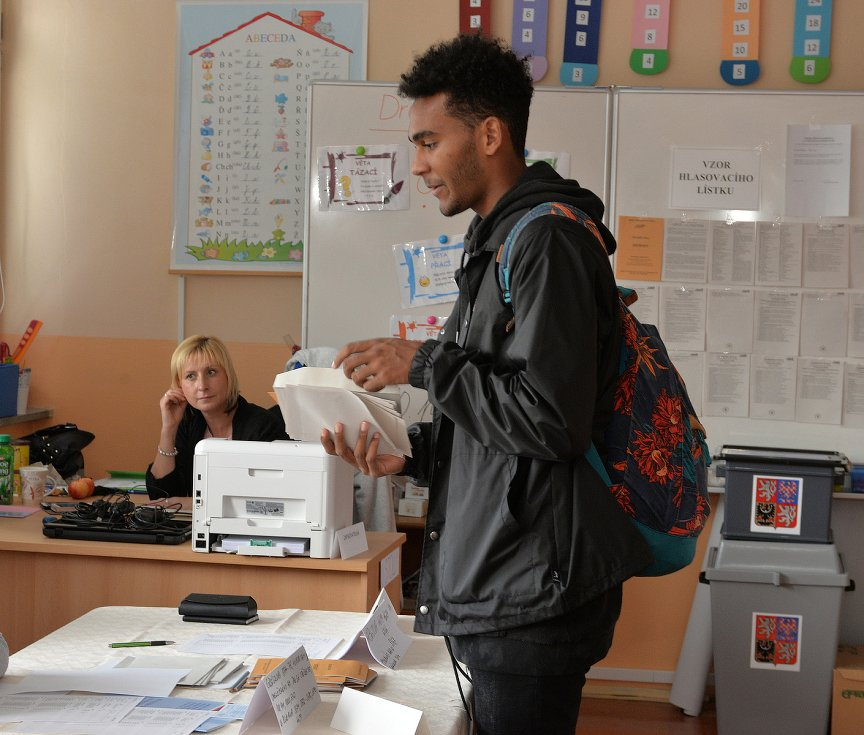 Letos poprvé v Chomutově volil i student Lukáš Ngaleka.