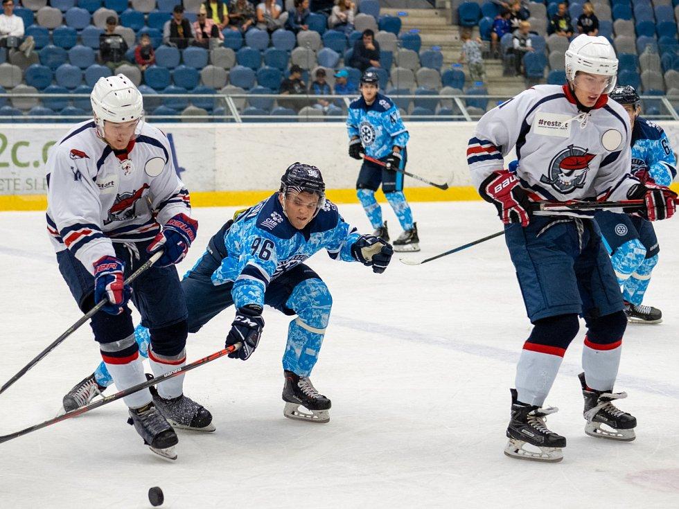 Chomutov (v bílém) hostil doma Novosibirsk.