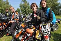 Už potřetí se do Droužkovic sjedou motorkáři ke spanilé jízdě po okolí. Benefiční akcí s doprovodným kulturním programem pomáhají Matýsku Reineltovi, který trpí svalovou dystrofií.