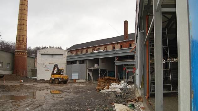 V současné době už stojí hrubá stavba.