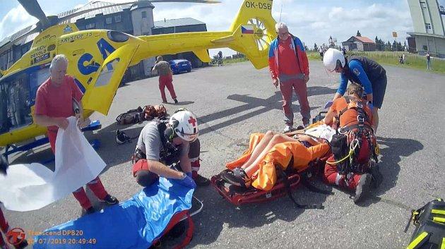 Chlapec se těžce zranil při pádu zkola na Klínovci.
