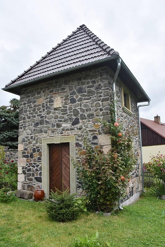 Věžovitý suchý sklep.